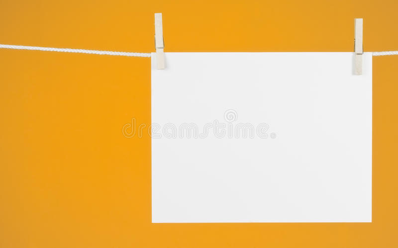 Papel no Clothesline fotografia de stock