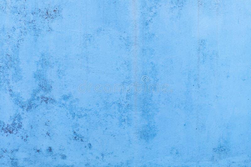 Papel pintado concreto azul con las marcas de agua que corren abajo foto de archivo