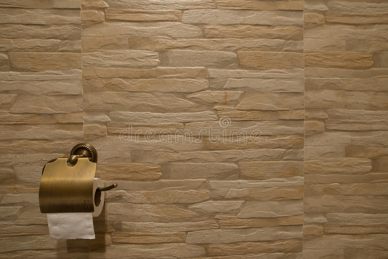 Papel seda del cuarto de baño imagenes de archivo