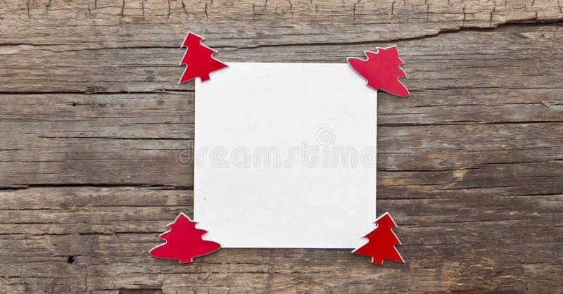 Papel vazio com árvore dos cristmas foto de stock