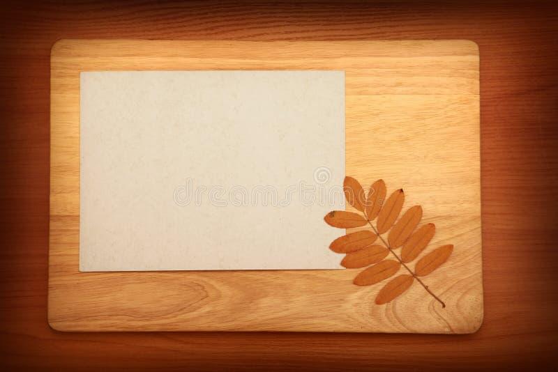 Download Papel no fundo de madeira imagem de stock. Imagem de quadro - 29846311