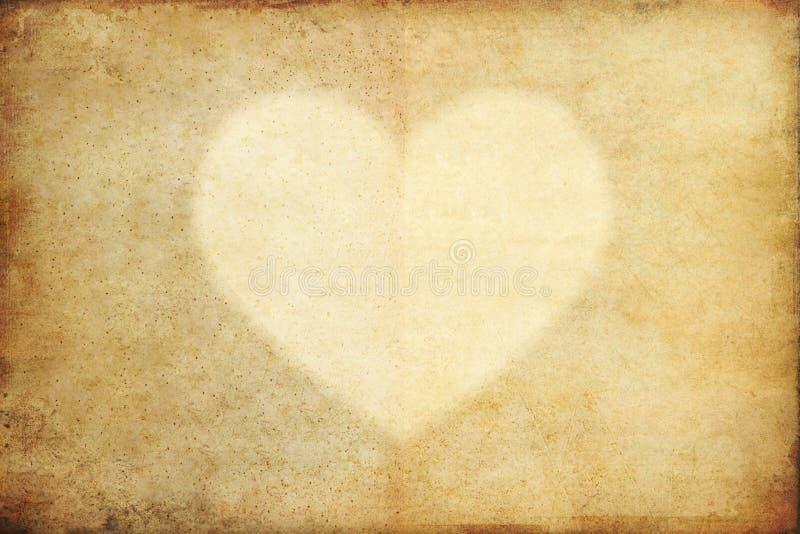 Papel velho do grunge com coração imagens de stock royalty free