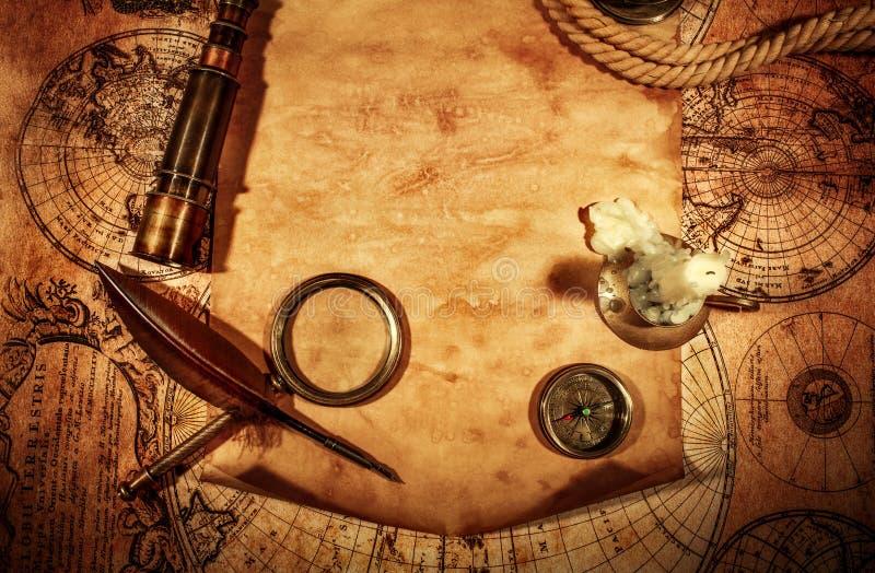 Papel velho vazio na perspectiva de um mapa antigo imagens de stock royalty free