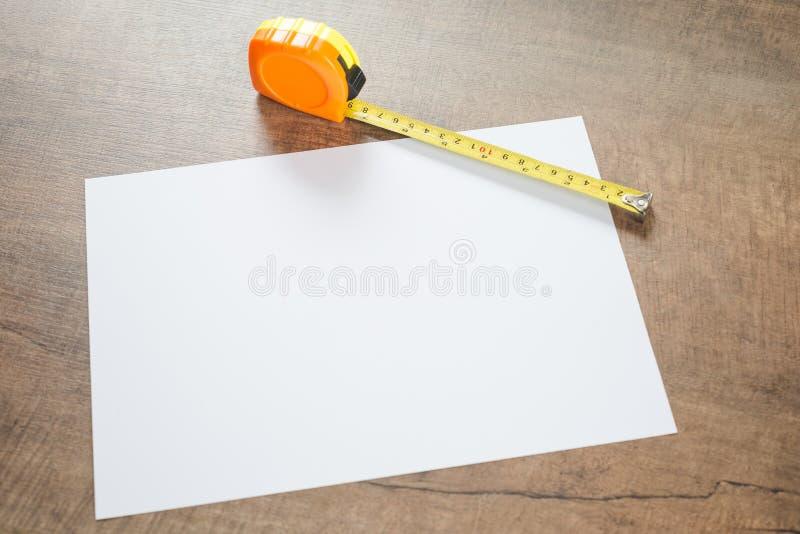 Papel y cinta de medición foto de archivo