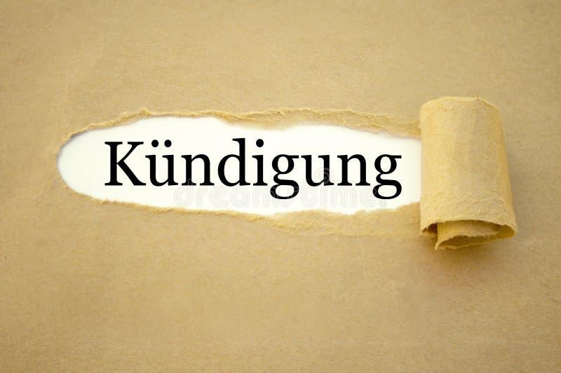 Papeleo con la palabra alemana para la terminación del empleo - ndigung del ¼ del kà fotos de archivo libres de regalías