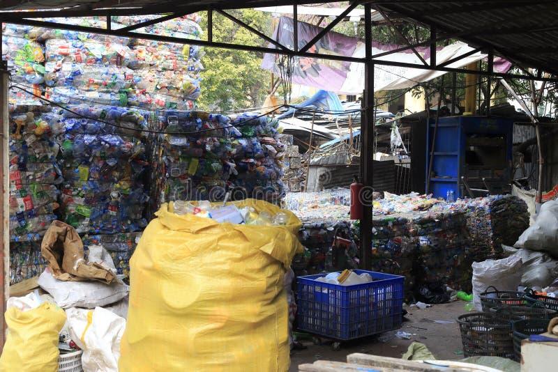 Papelera de reciclaje inútil foto de archivo libre de regalías