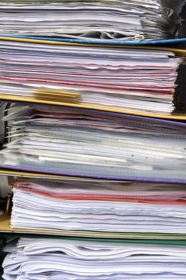 Papeles del og de la pila en carpetas fotografía de archivo