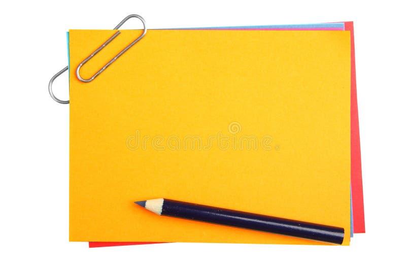 Papeles en blanco con el clip imagen de archivo libre de regalías