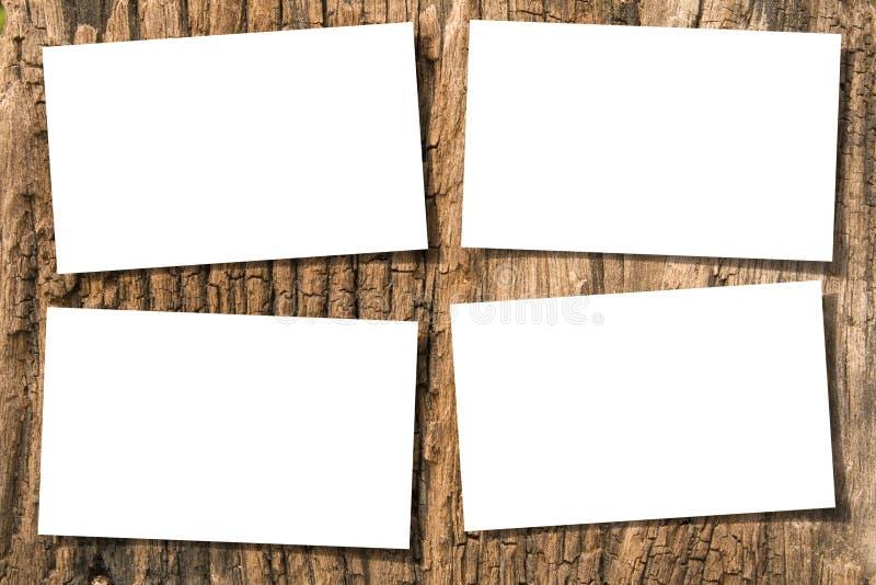 Papeles en la madera foto de archivo