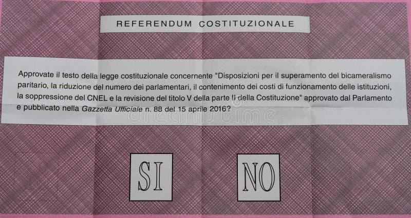 Papeleta electoral para el referéndum italiano de la constitución fotografía de archivo