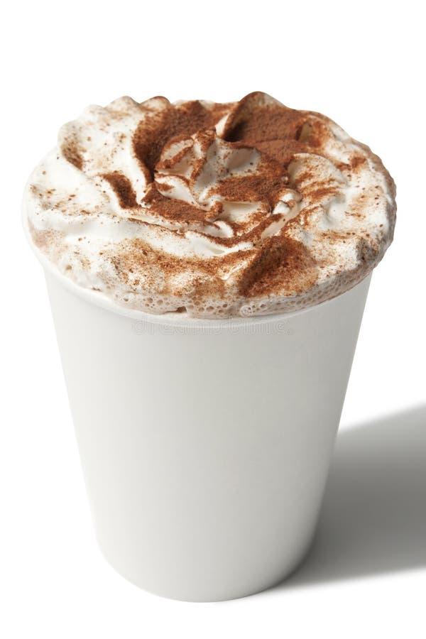 Paper kuper med den hoade kaffedrinken royaltyfria foton