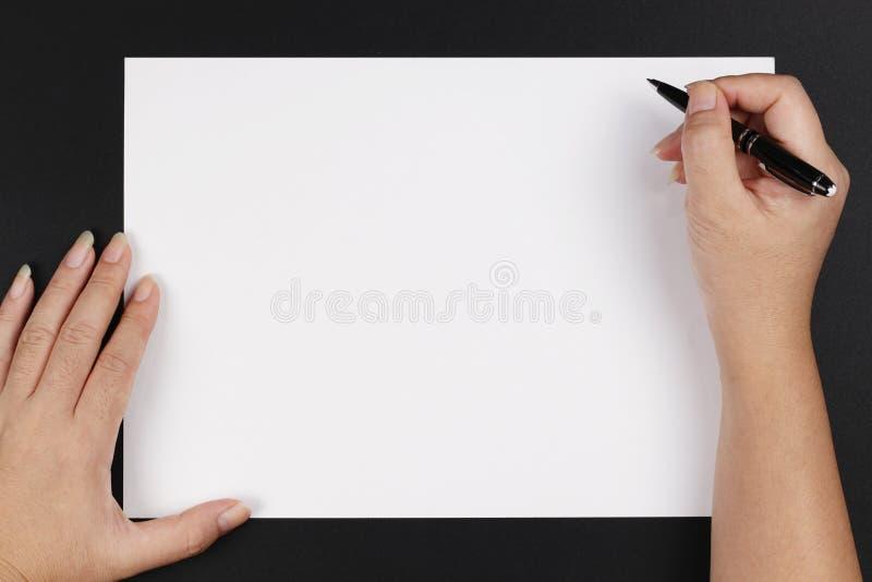 paper penna för händer arkivbilder