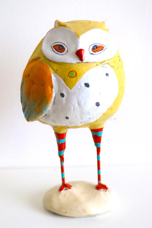 Papermache che Burrowing Owl Painted Statue immagine stock
