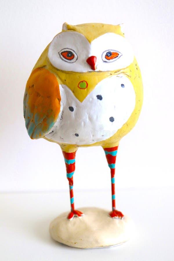 Papermache, das Owl Painted Statue gräbt stockbild