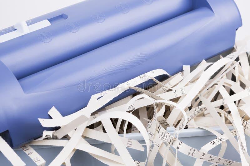 Papershredder z overstaff koszem obrazy stock