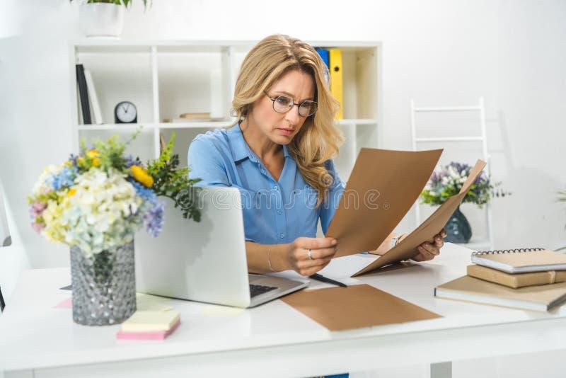 paperwork fotos de stock
