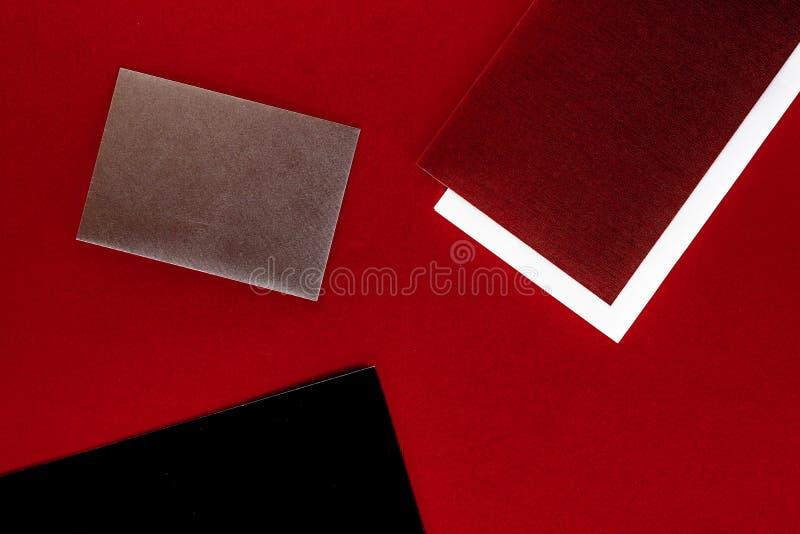 Papeterie de papier pour la conception et stigmatiser, maquette flatlay image stock
