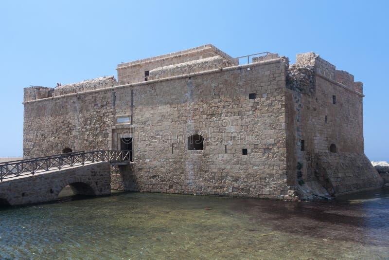 PAPHOS, CYPRUS/GREECE - LIPIEC 22: Stary fort w Paphos Cypr na Ju fotografia stock