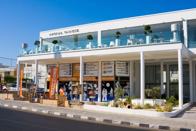 PAPHOS - 12. JULI 2017: Touristisches Pavillon ` Zypern informieren `, Poseidonos-Allee in Paphos, Zypern lizenzfreies stockbild