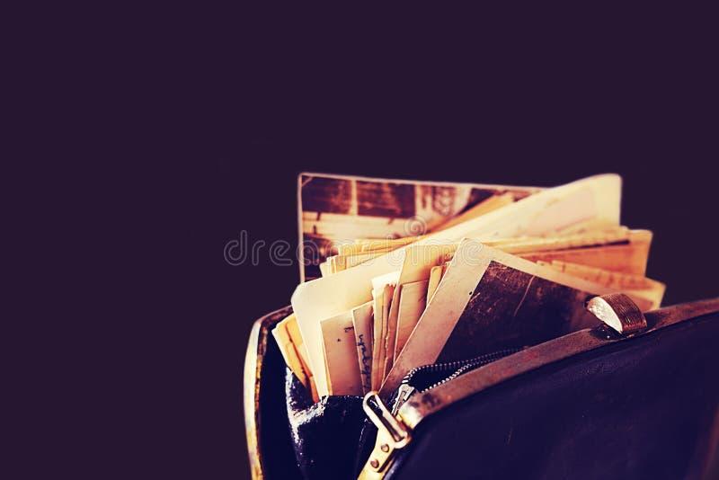 Papierów listy i inni starzy dokumenty w rocznik torebce obraz stock