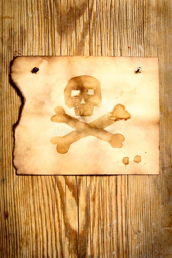 Papier avec le crâne et les os croisés photos libres de droits