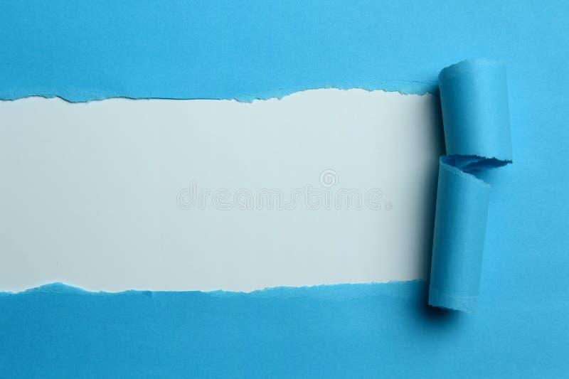 Papier bleu déchiré photo libre de droits