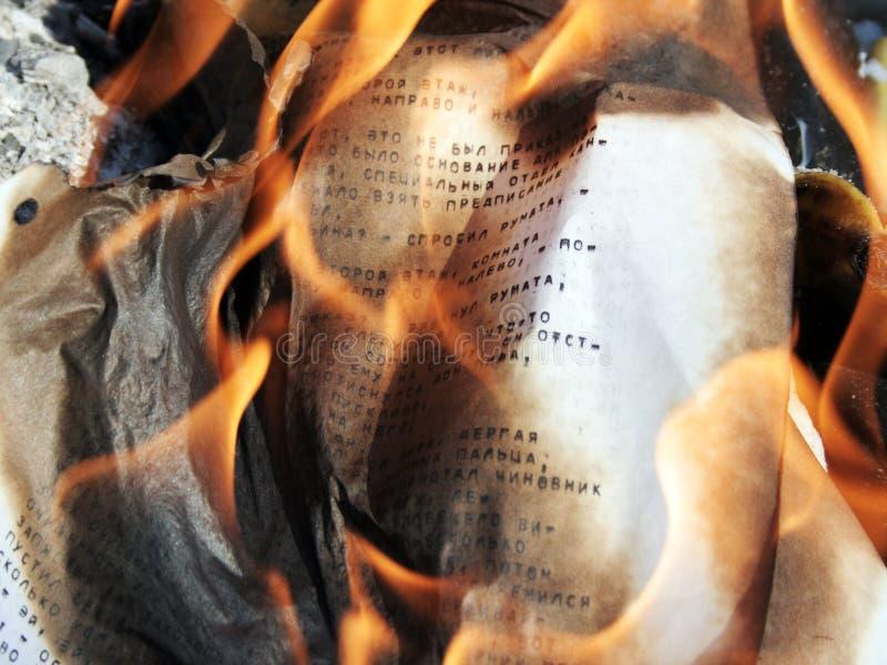 Papier brûlant photo stock