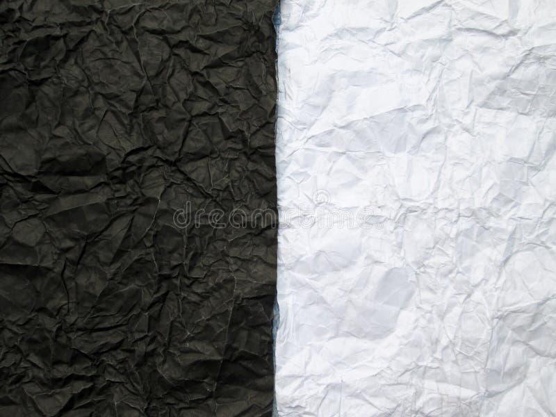 Papier chiffonné avec noir et blanc photographie stock
