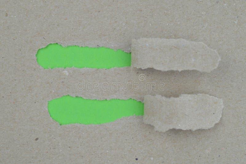 Papier déchiré indiquant les espaces vides verts pour le texte photo libre de droits