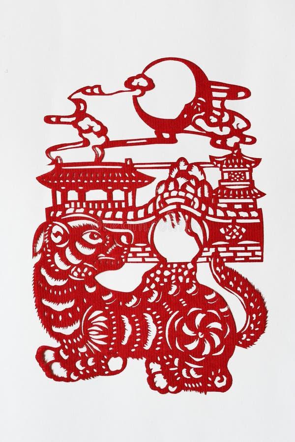 Papier-découpage chinois de zodiaque (crabot) images libres de droits
