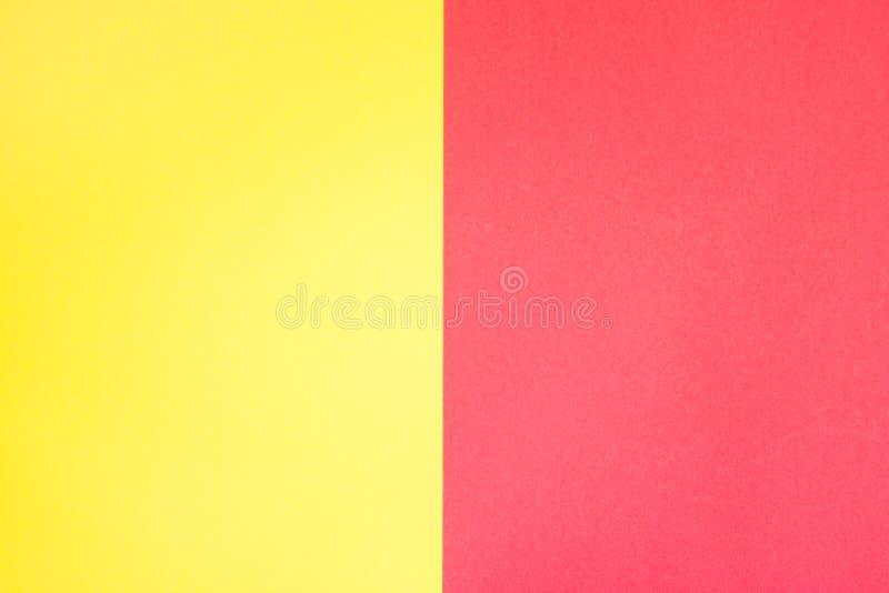 Papier de couleur jaune et rouge, fond abstrait image stock