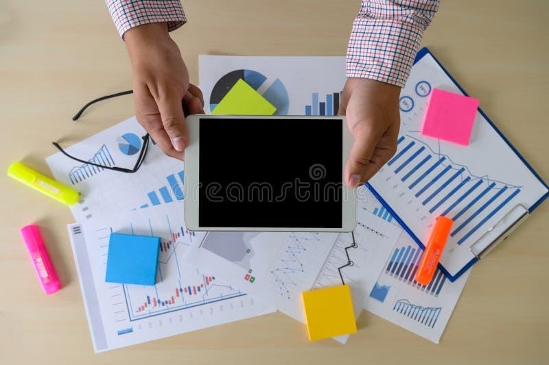 Papier de diagramme de marché boursier de recherches pour l'échange d'idées d'analyse rencontrant la recherche images stock