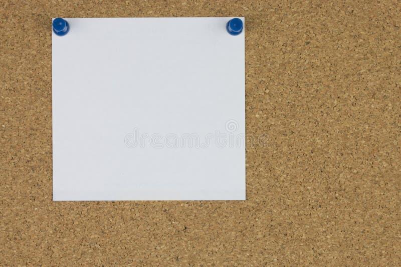 Download Papier De Note Avec Des Goupilles De Poussée Sur Le Panneau De Liège Image stock - Image du goupillé, poussée: 76086847