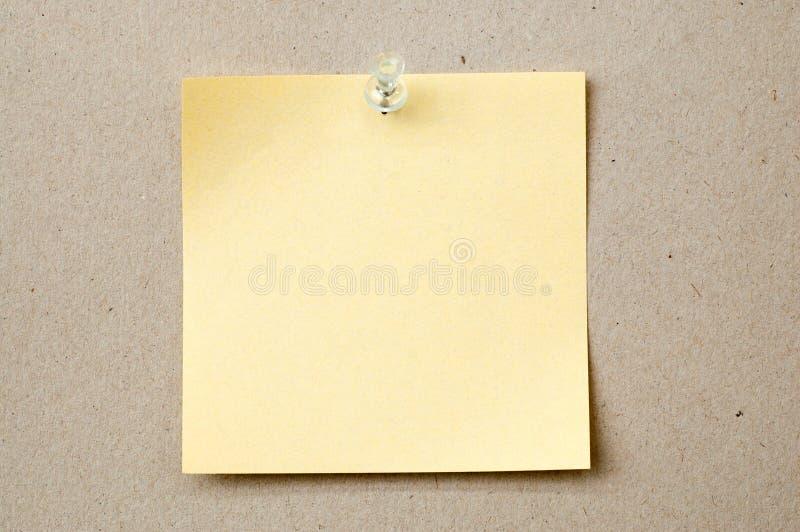 Papier de note avec la broche images stock