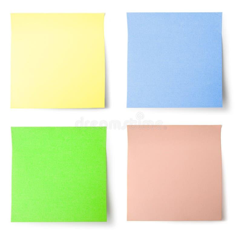 Papier de note jaune, bleu, vert et rose
