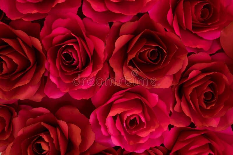 Papier de rose de rouge pour des milieux photos stock