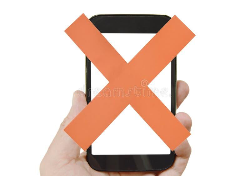 Papier des roten Kreuzes am Handy, der in der menschlichen Hand h?lt stockbilder
