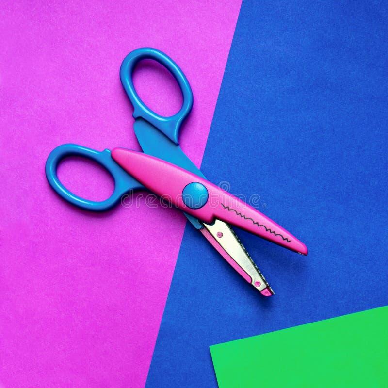 Papier et ciseaux de couleur images stock
