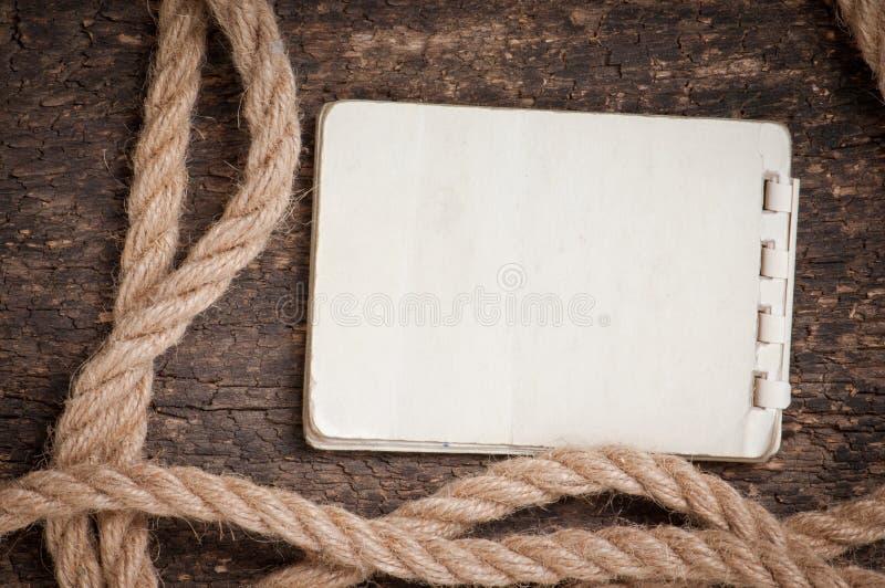 Papier et corde images libres de droits