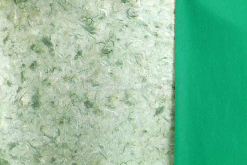 Papier fait main naturel vert de déchirure photo stock