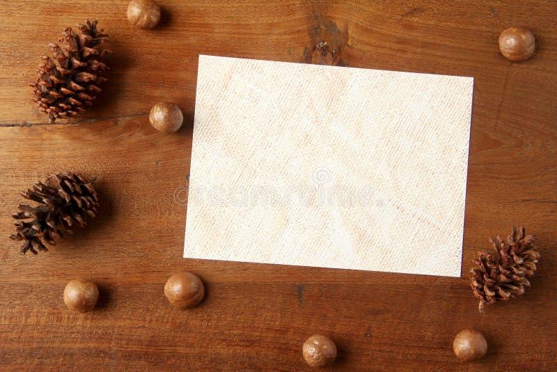 Papier na teakwood desce zdjęcie royalty free
