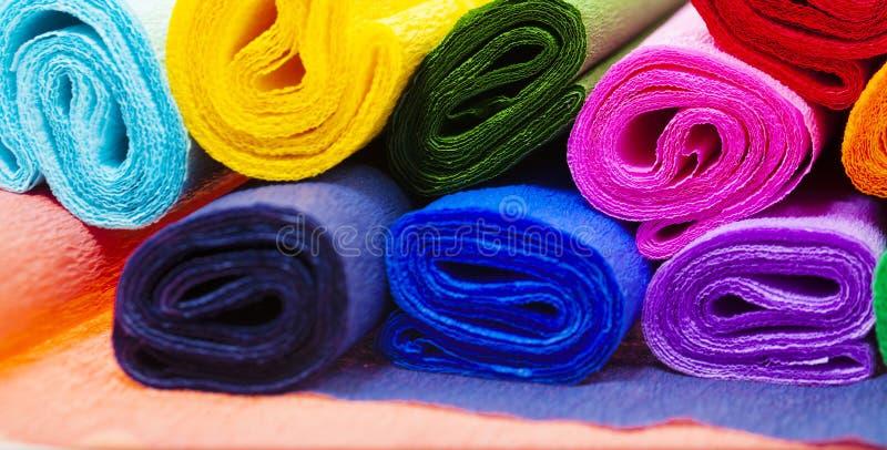 Papier ondulé coloré photos libres de droits