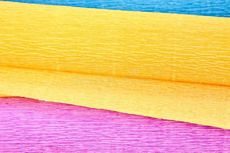 Papier ondulé de trois couleurs, plan rapproché photographie stock libre de droits