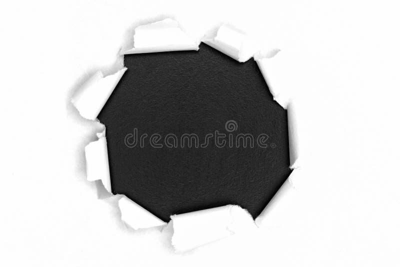 Papier ouvert déchiré par blanc sur le bois foncé photo libre de droits