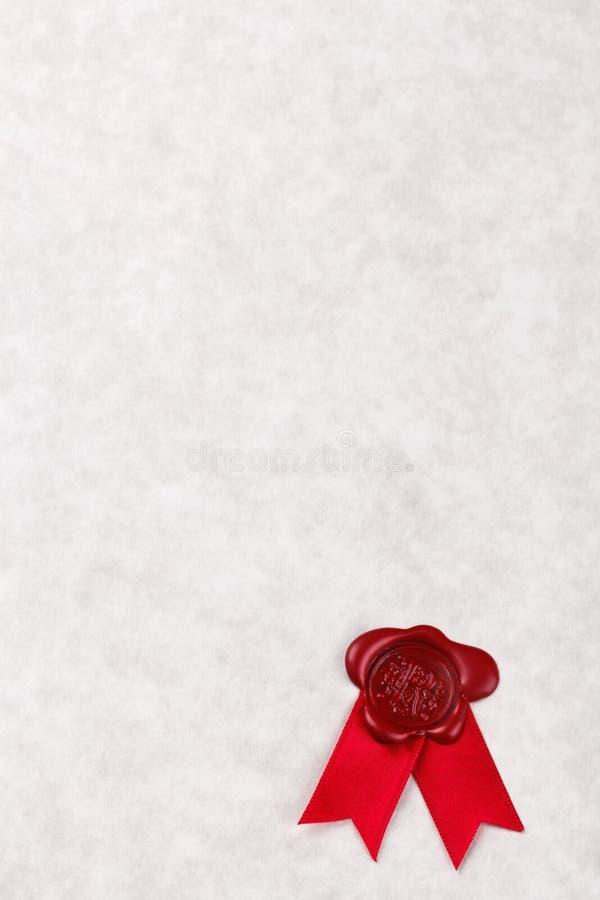Papier parcheminé blanc avec le sceau rouge de cire image libre de droits
