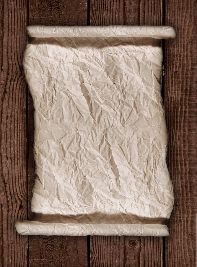 Papier parcheminé usé sur un fond rustique en bois photos libres de droits