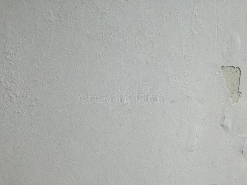 Papier peint gris ou blanc de mur de fissures photos stock