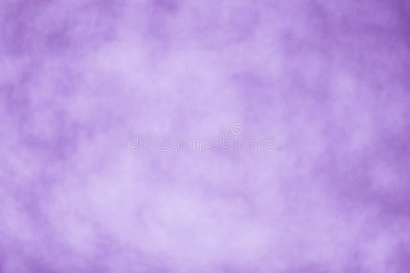 Papier peint pourpre de tache floue de fond - photo courante photos stock