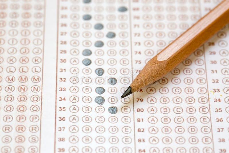 Papier réactif de jeu-concours d'examens avec le dessin au crayon image stock