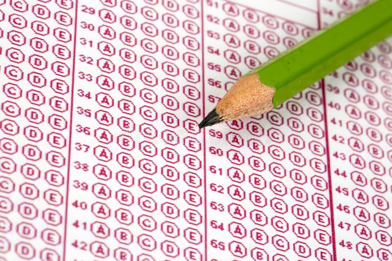 Papier réactif de jeu-concours d'examens avec le dessin au crayon photos libres de droits